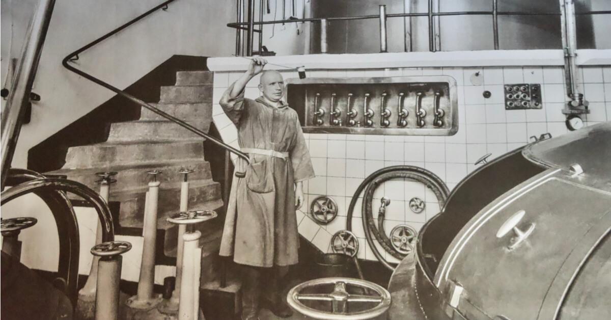 Moines trappiste controle bière - Abbaye de Koningshoeven - Divine Box