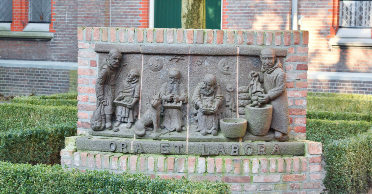 Sculpture Ora et Labora - Abbaye de Koningshoeven - Divine Box
