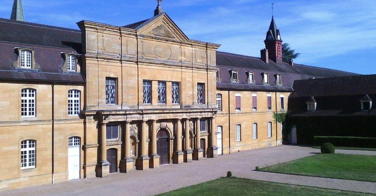 façade abbaye de sept fons- Abbaye de Sept fons - Divine Box